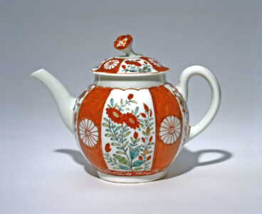 Worcester (English, 18th century).Teapot, c. 1765–1770.soft-paste porcelain,14.1 x 11.5 x 19.1 cm.Collection of the Winnipeg Art Gallery; Gift of Miss Frances Mills and on behalf of her sisters the late Miss Evelyn and Miss Mildred Mills, G-90-42 ab.Photo: Ernest Mayer